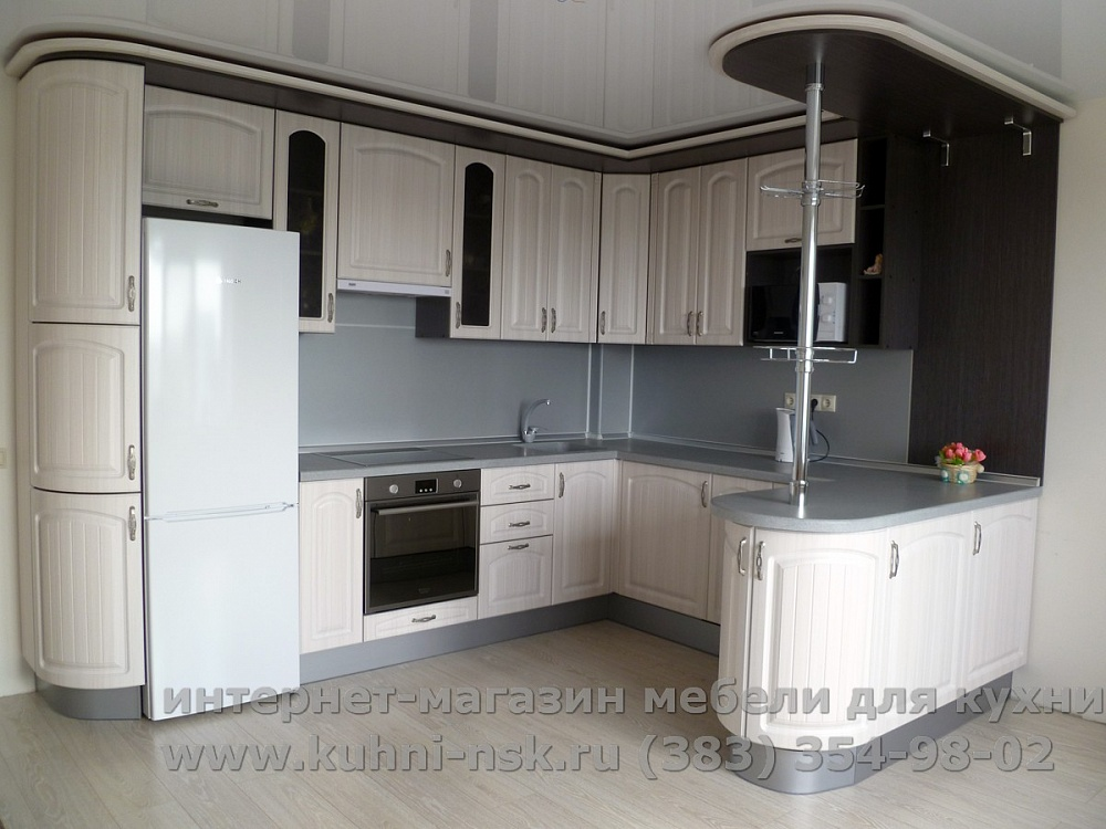 кухня с барной стойкой на заказ лада 366 с фасадами сандал белый